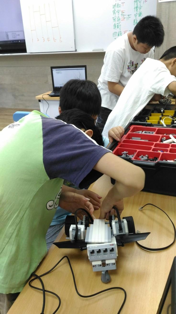 0703機器人營隊_180703_0011