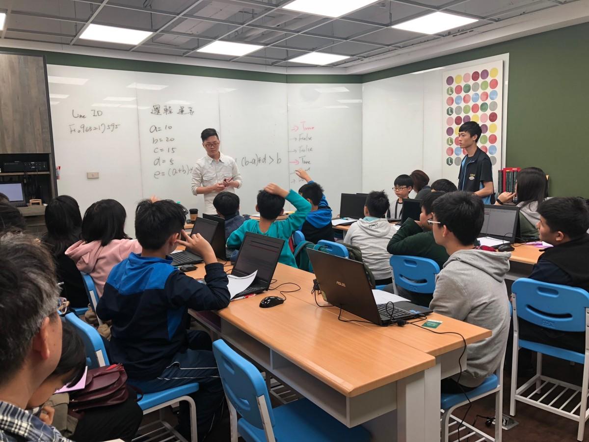107下新學期程式設計常態課程,(六)、(日)班級側拍