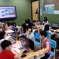 【Let's Code一起程式吧】2020暑假夏令營15:【Scratch遊戲創作專班8/10~8/12】課程側拍